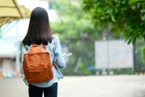 大学に通う女生徒