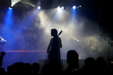 音楽ライブをする人
