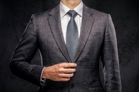 仕事へ向かう男性