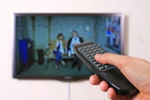 テレビをつける人